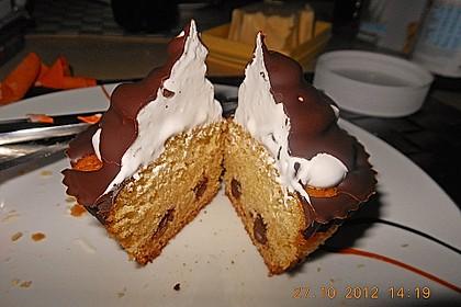 Schokoladenmuffins mit einem Marshmallowhut 78