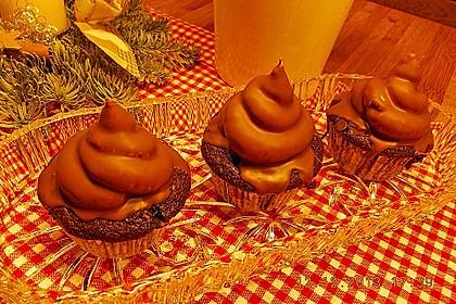 Schokoladenmuffins mit einem Marshmallowhut 76