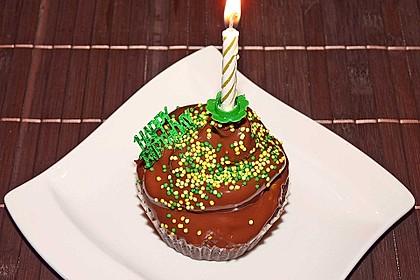 Schokoladenmuffins mit einem Marshmallowhut 31