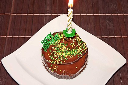 Schokoladenmuffins mit einem Marshmallowhut 28