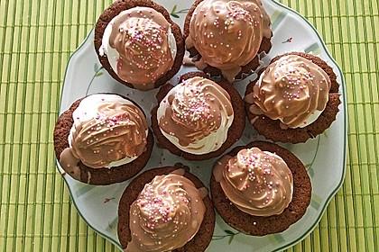 Schokoladenmuffins mit einem Marshmallowhut 88