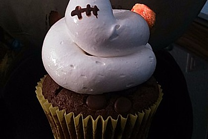 Schokoladenmuffins mit einem Marshmallowhut 11