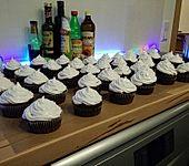 Schokoladenmuffins mit einem Marshmellowhut