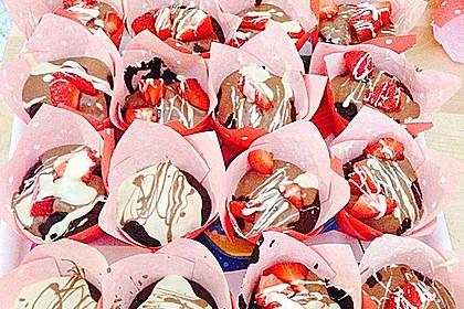 Schokoladenmuffins mit einem Marshmallowhut 39