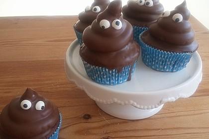 Schokoladenmuffins mit einem Marshmallowhut