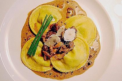 Albertos  Mangold-Ravioli mit Chickenwings und Shiitake-Pilze