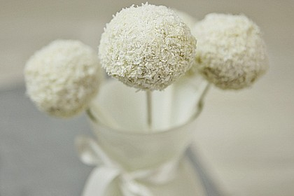 Coconut Cake Pops 3