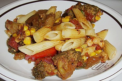 Makkaroni mit Gemüsesoße 0