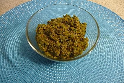 Pesto von getrockneten Tomaten und Rucola