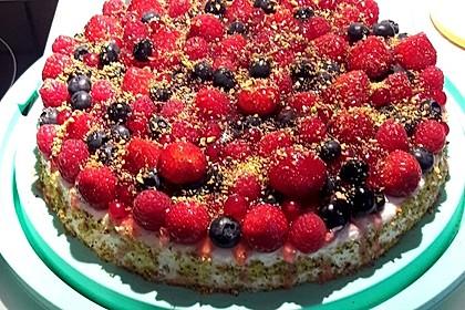 Joghurt-Sahne-Torte mit Früchten