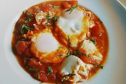 Eier in Tomatensugo