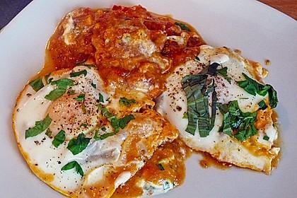 Eier in Tomatensugo 4