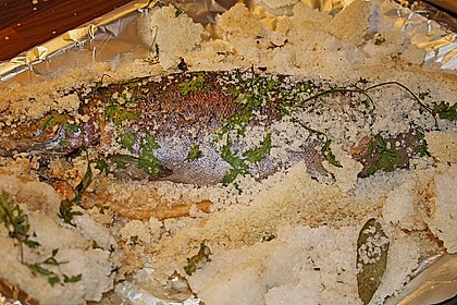 Lachsforelle in der Salzkruste auf Rucola-Kartoffel-Püree 1