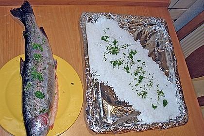 Lachsforelle in der Salzkruste auf Rucola-Kartoffel-Püree 4