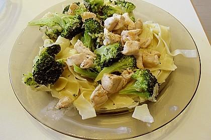 Tagliatelle mit Brokkoli und Huhn 0