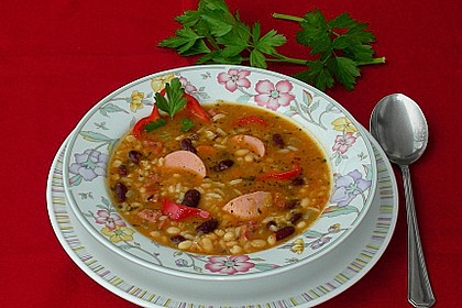 Scharfe Bohnensuppe mit Paprika