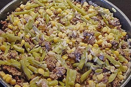 Reispfanne mit Bohnen und Mais
