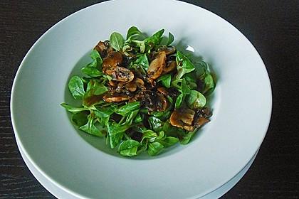 Feldsalat an Champignons