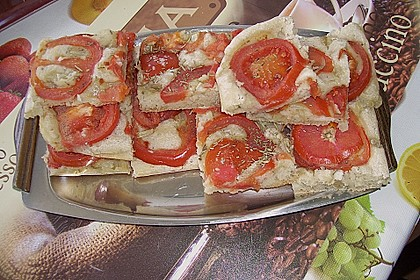Focaccia mit Tomaten und Rosmarin 71
