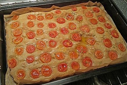 Focaccia mit Tomaten und Rosmarin 52