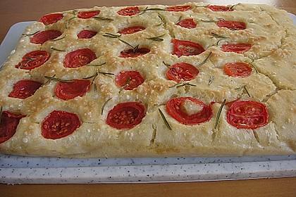 Focaccia mit Tomaten und Rosmarin 20