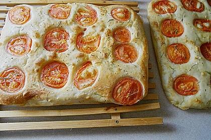 Focaccia mit Tomaten und Rosmarin 23
