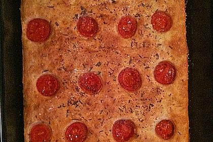 Focaccia mit Tomaten und Rosmarin 81