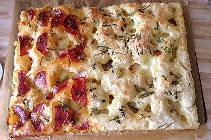 Focaccia mit Tomaten und Rosmarin 57