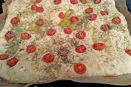 Focaccia mit Tomaten und Rosmarin 97