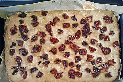 Focaccia mit Tomaten und Rosmarin 98