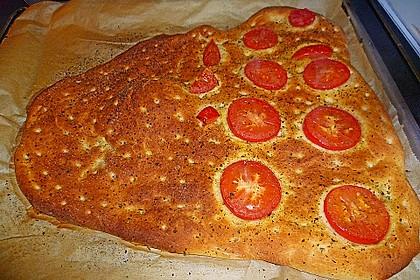 Focaccia mit Tomaten und Rosmarin 95