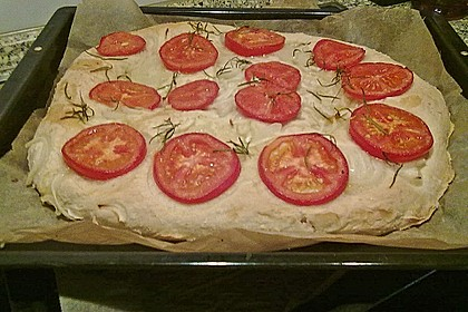 Focaccia mit Tomaten und Rosmarin 75