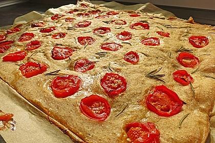 Focaccia mit Tomaten und Rosmarin 19