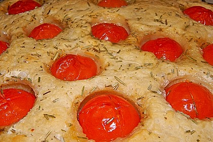 Focaccia mit Tomaten und Rosmarin 70