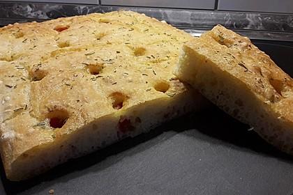 Focaccia mit Tomaten und Rosmarin