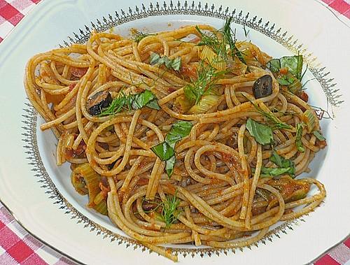 spaghetti mit rotem pesto fenchel und schwarzen oliven rezept mit bild. Black Bedroom Furniture Sets. Home Design Ideas