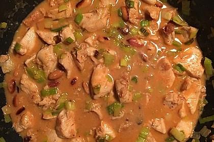 Hähnchenbrustfilet mit Erdnüssen und Chili