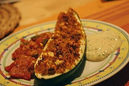 "Zucchini mit Couscous-Feta-Füllung auf Tomatenbett  ""SuperNova"" 2"