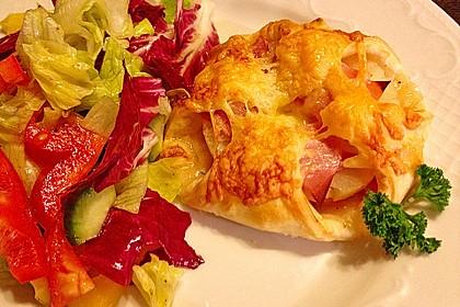 Blätterteigtascherl nach Art von Pizza *Hawaii* 1