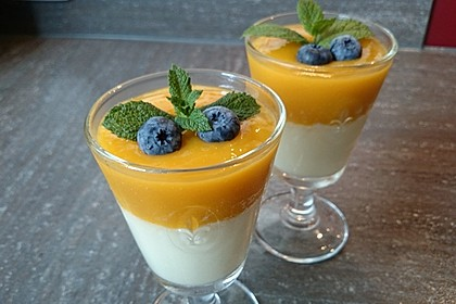 Zitronengras-Panna cotta mit Mangosauce (Bild)