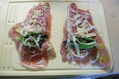Involtini von der Pute auf Blattspinat mit Polentaschnitte und Tomatensauce 2