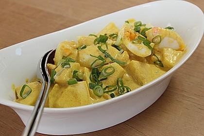 Eiersalat mit selbstgemachter Curry-Mayonnaise und Ananas