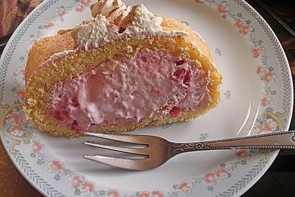 Biskuitrolle mit Erdbeerfüllung 22