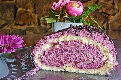 Biskuitrolle mit Erdbeerfüllung 8