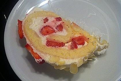 Biskuitrolle mit Erdbeerfüllung 10