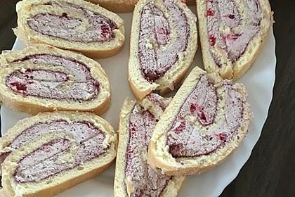 Biskuitrolle mit Erdbeerfüllung 7