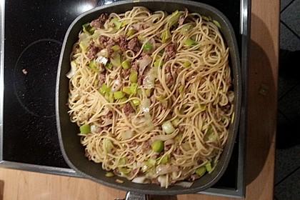 Spaghetti mit Hack und Lauch
