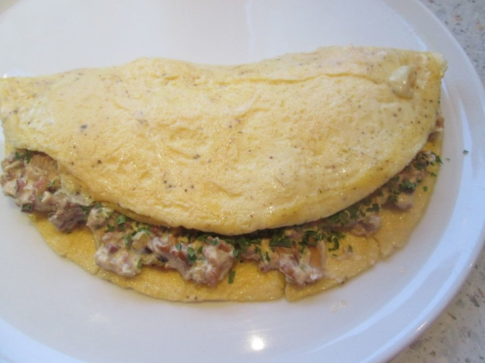 omelette mit pfifferlingen rezept mit bild von cantaloupe. Black Bedroom Furniture Sets. Home Design Ideas