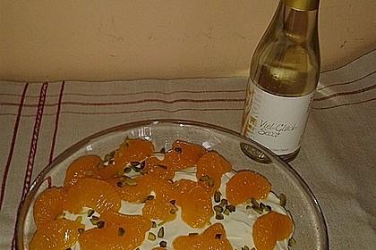 Mini-Windbeutel mit Milchmädchen-Quarkcreme und Himbeeren 25