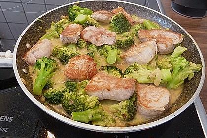 Utes Schweinefilet mit Brokkoli in leichter Senfsauce 2